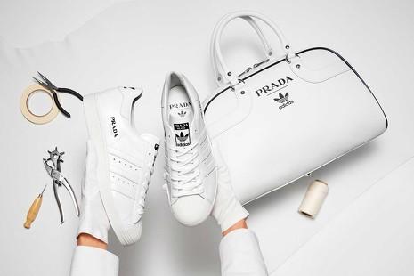 Cuando Adidas encontró a Prada: las 5 colaboraciones más locas en el mundo de la moda