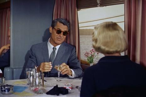 Dónde y cómo comprar las gafas que llevaba Cary Grant en 'Con la muerte en los talones'