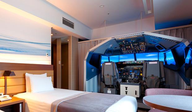 Así es la primera habitación de hotel del mundo que dispone de simulador de vuelo