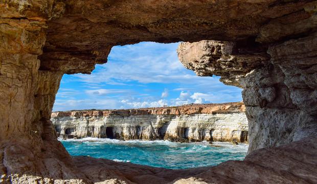 Vacaciones subterráneas: una visita a las 5 cuevas más atractivas de España