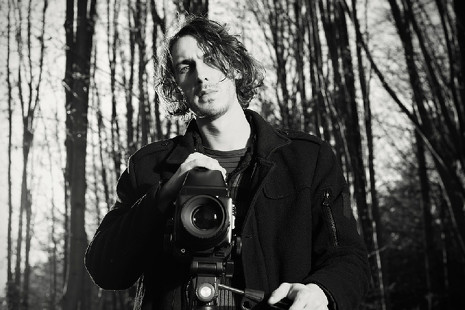 Las 'medio formato' salen del estudio: ¿la salvación de la industria fotográfica?